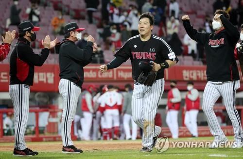 김현수·박용택 '우리가 이겼어요'