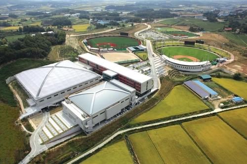 야구장과 농구장 복합시설인 LG 이천 챔피언스파크
