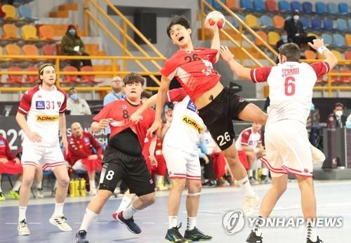 오스트리아와 경기에서 슛을 던지는 한국 김진영(경희대).