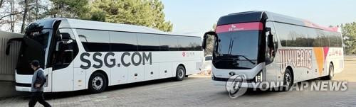 신세계 로고로 단장되는 SK와이번스 선수단 버스